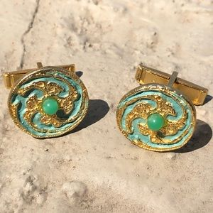 Vintage men's gold and jade decorative cuff links